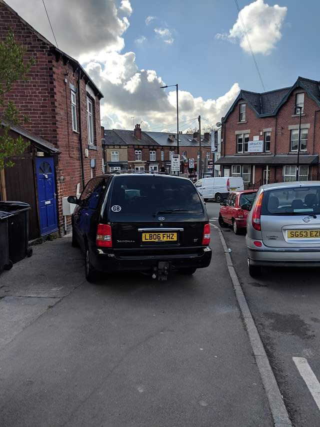 LB06 FHZ displaying Inconsiderate Parking