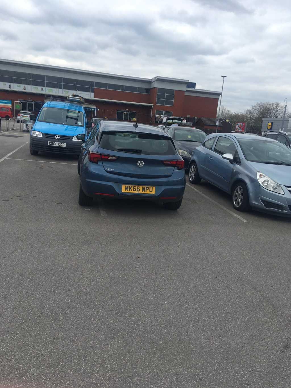 MK66 WPU displaying Inconsiderate Parking