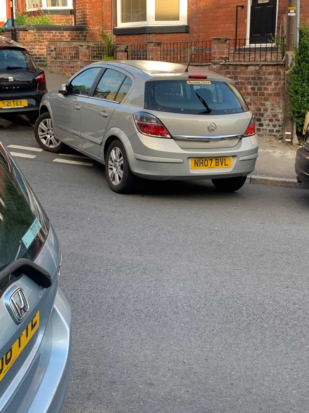 NH07 BVL displaying Inconsiderate Parking