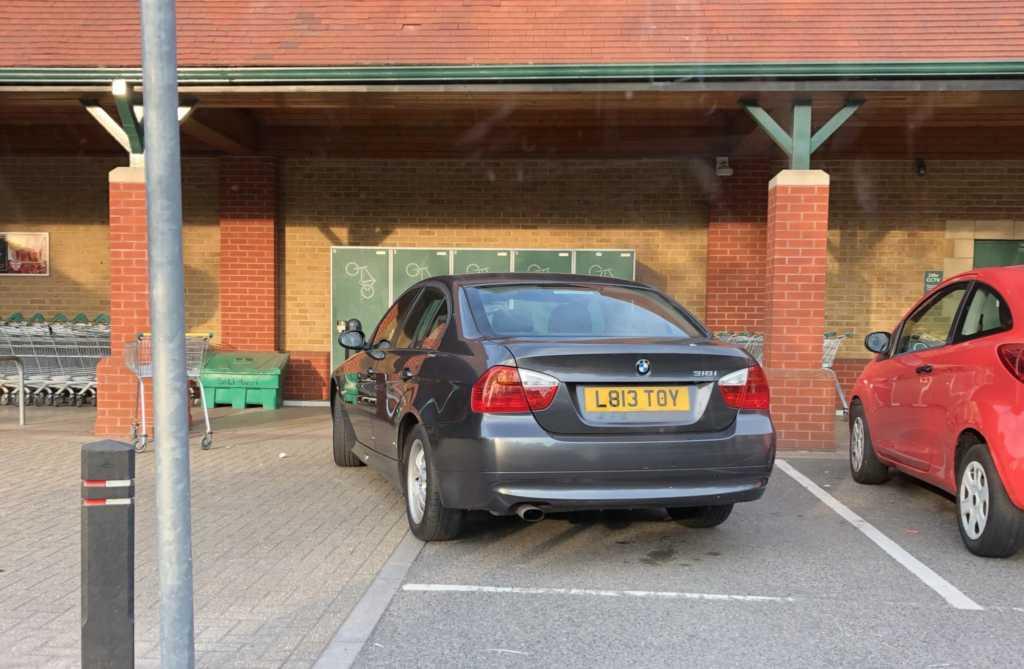 L813 TOY displaying crap parking