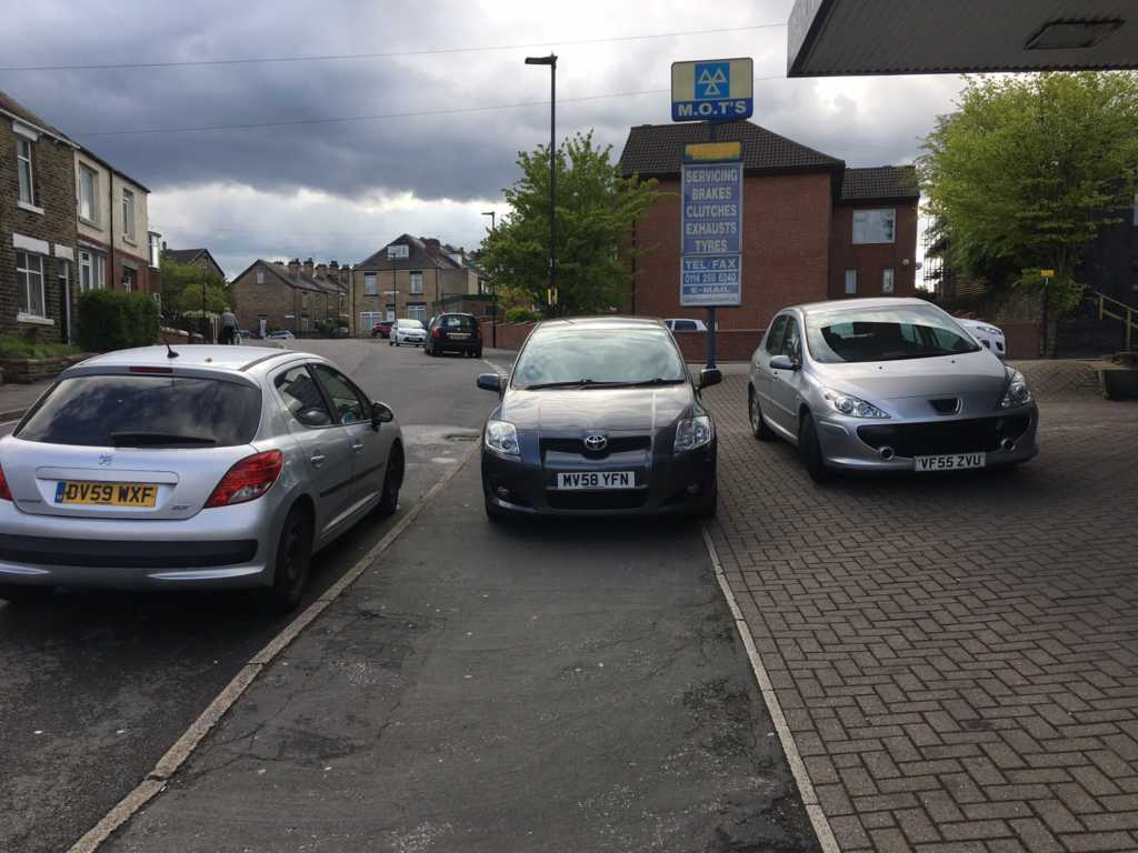 MV58 YFN  displaying Inconsiderate Parking