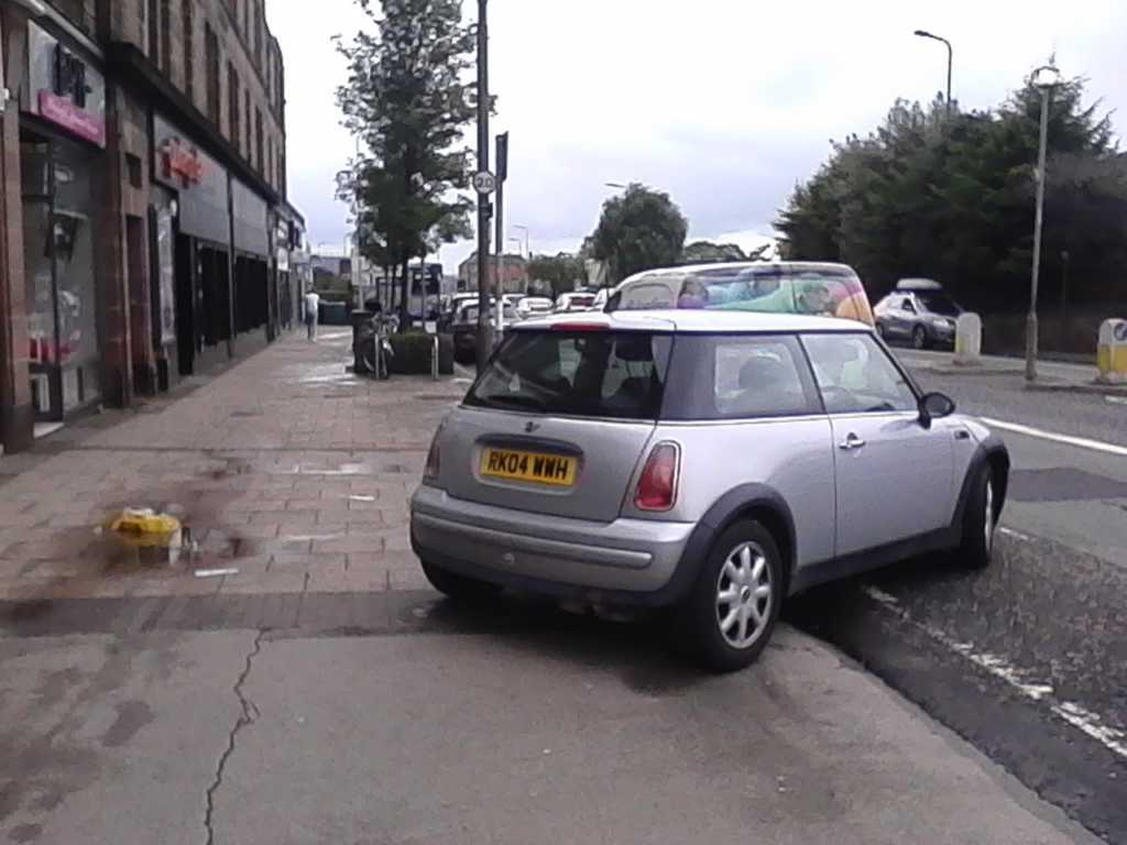 RK08 WWH displaying Inconsiderate Parking