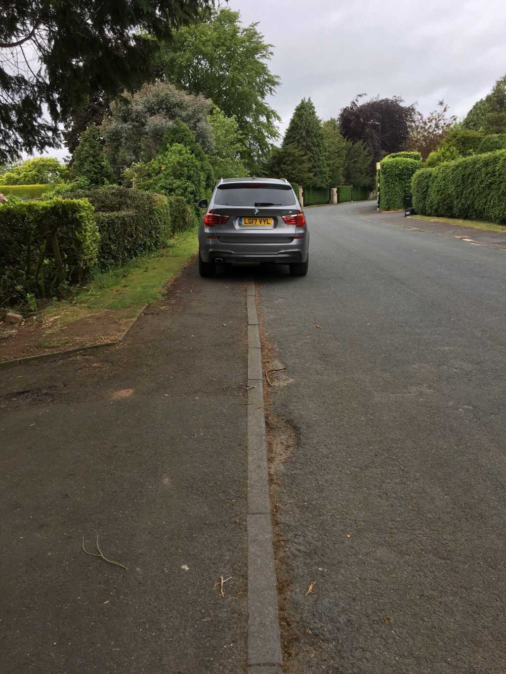 LG17 VYL displaying Inconsiderate Parking