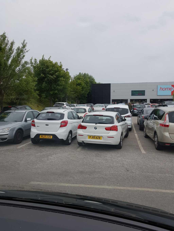 PJ19 AZB displaying crap parking