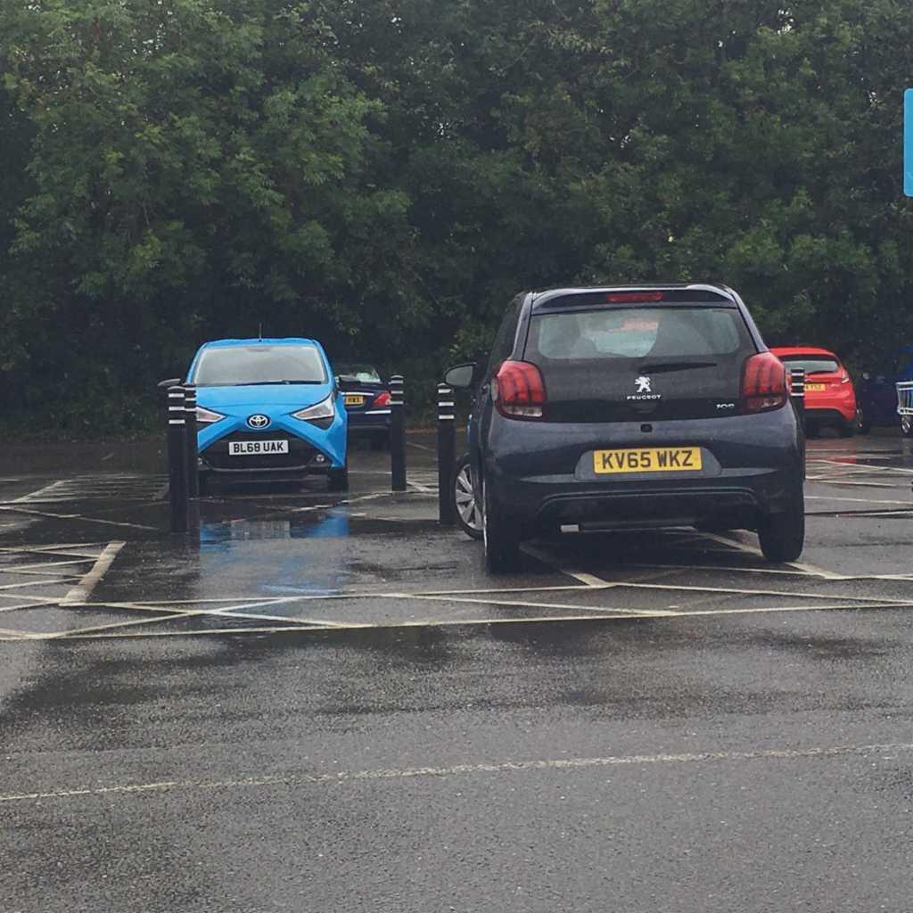 KV65 WKZ displaying Selfish Parking