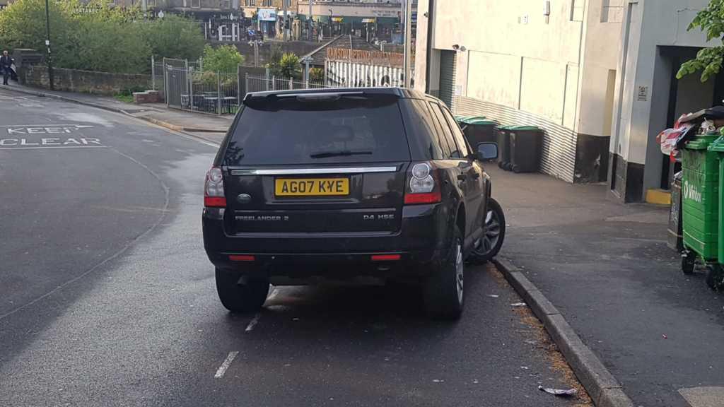 AG07 KYE displaying crap parking