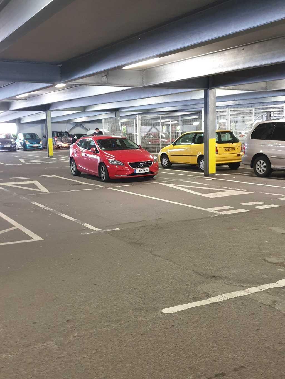CV14 GJE displaying crap parking