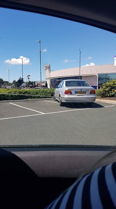 KU52 ULD is an Inconsiderate Parker