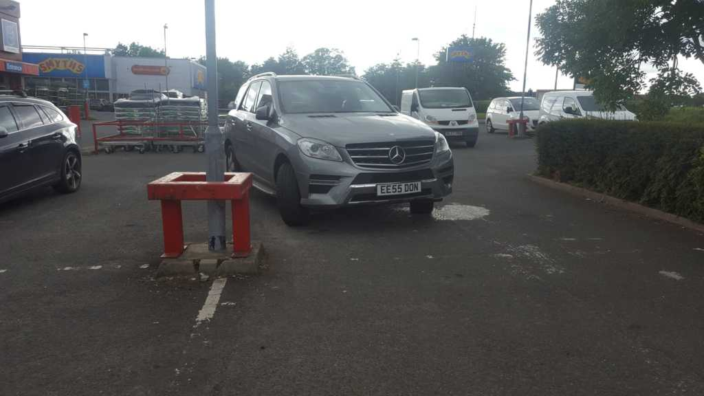 EE55 DON displaying Inconsiderate Parking