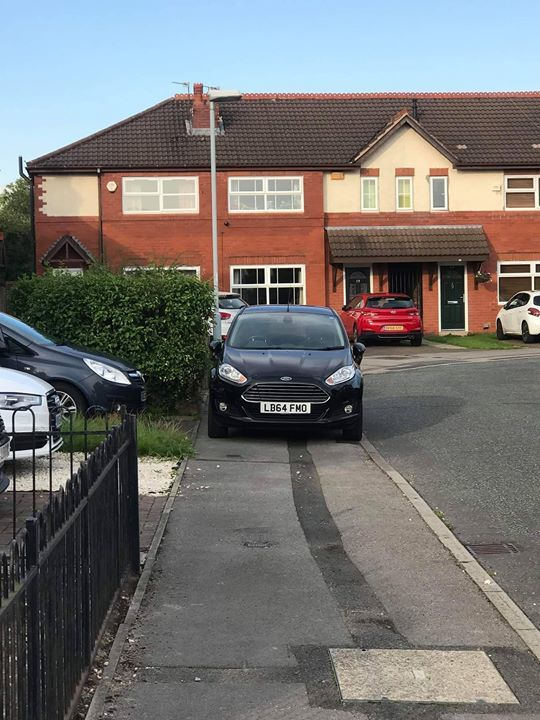 LB64 FMO displaying Inconsiderate Parking