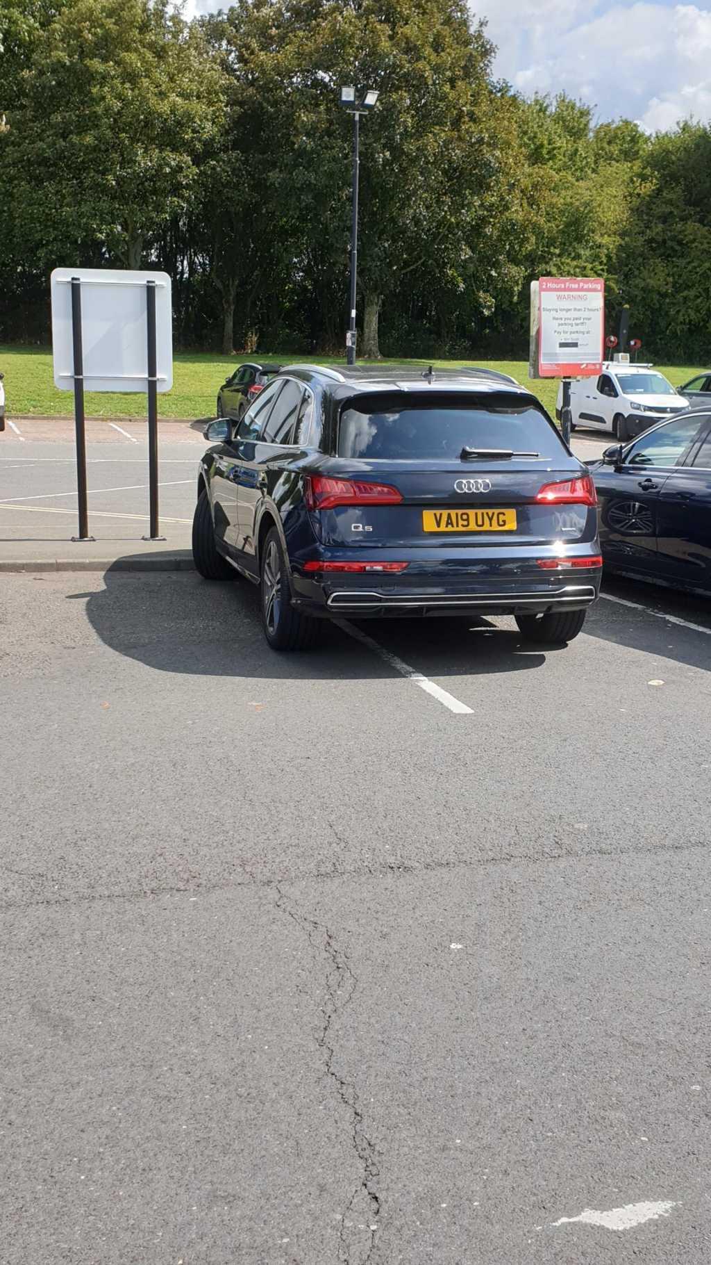 VA19 UYG displaying crap parking