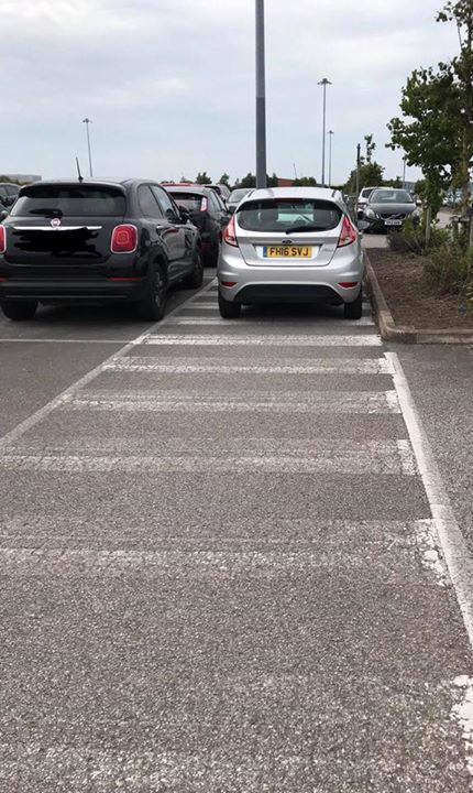 FH16 SVJ displaying Inconsiderate Parking