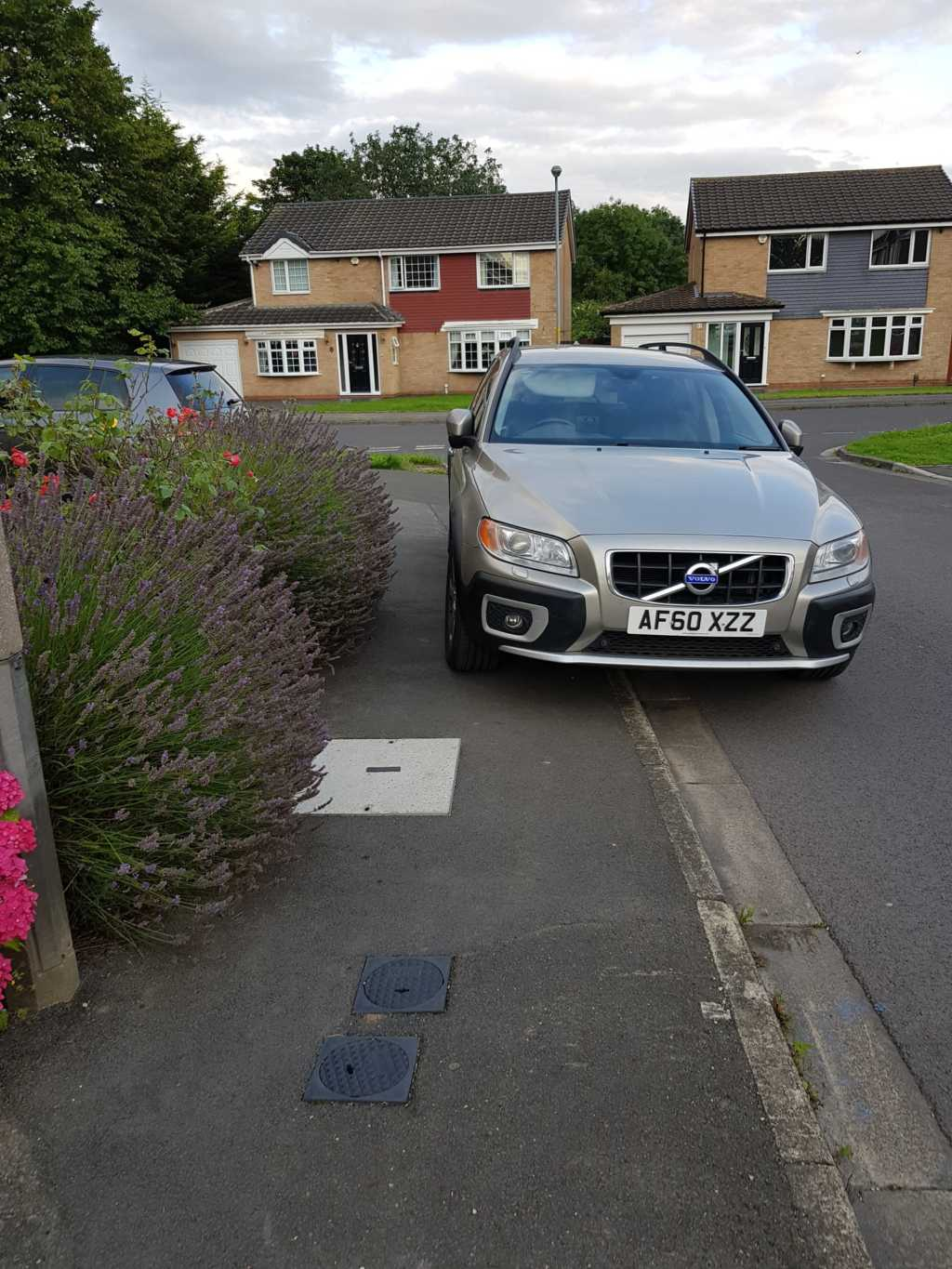 AF60 XZZ displaying Inconsiderate Parking