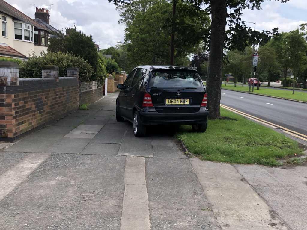DE04 MWF displaying Selfish Parking