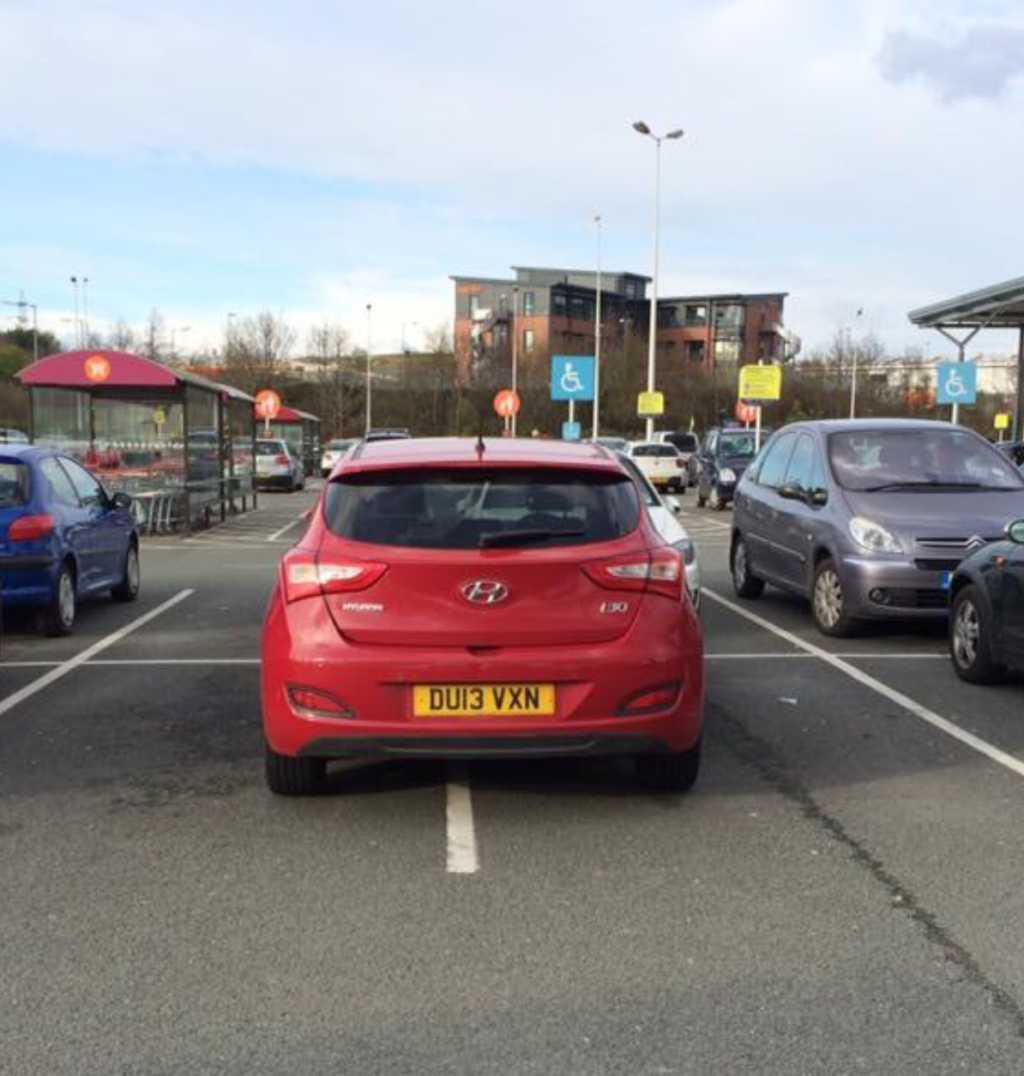 DU13 VXN displaying Inconsiderate Parking