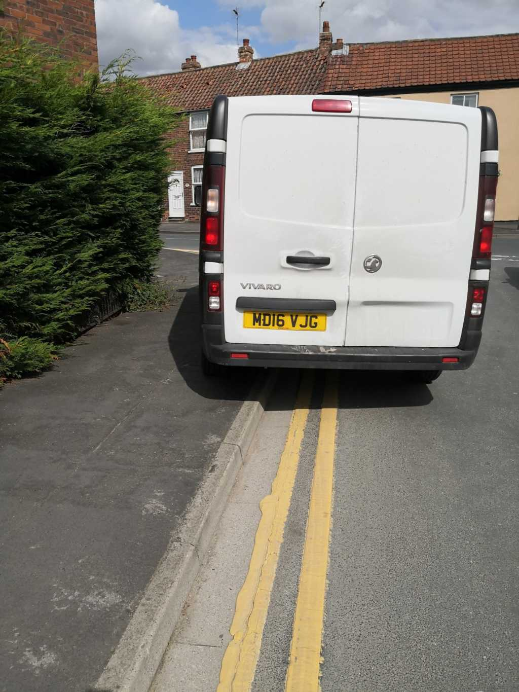 MD16 VJG displaying Inconsiderate Parking