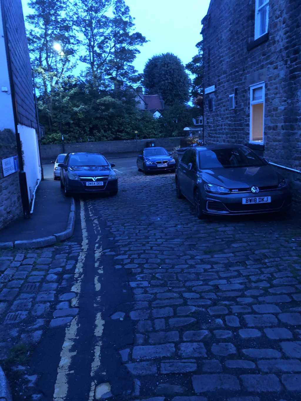 BW18 DKJ & DN54 DEU  displaying crap parking