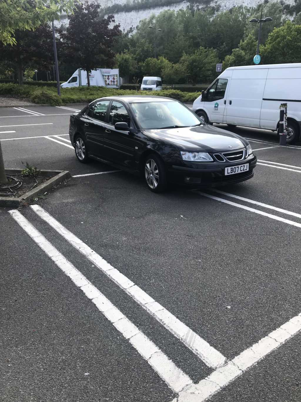 LB07 CZJ displaying Inconsiderate Parking