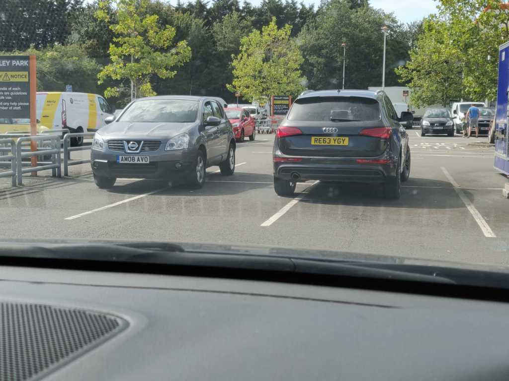 AM08 AVO & RE63 YGY is an Inconsiderate Parker