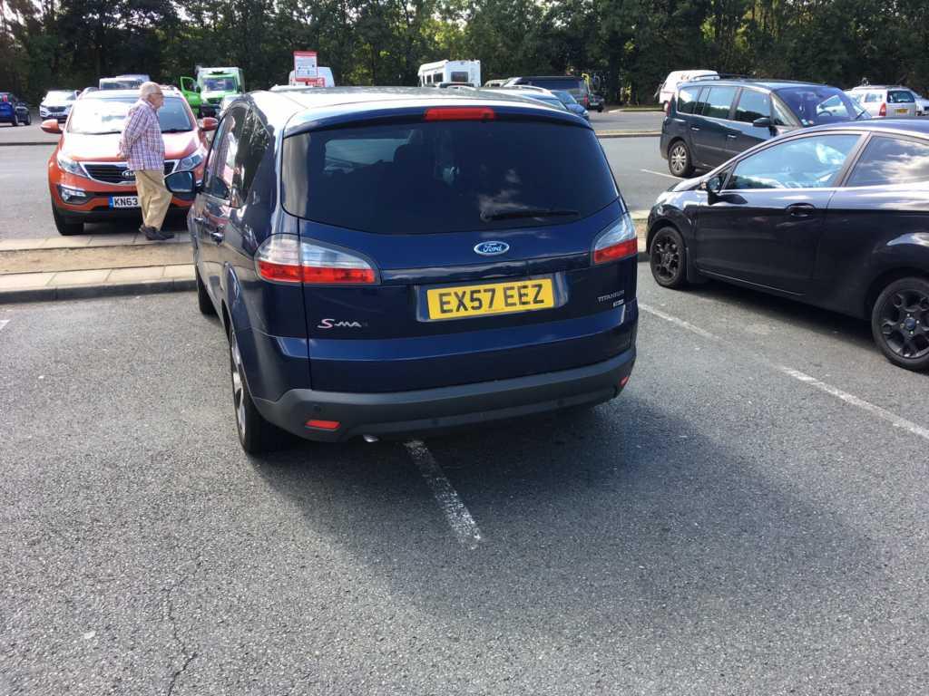 EX57 EEZ displaying Inconsiderate Parking