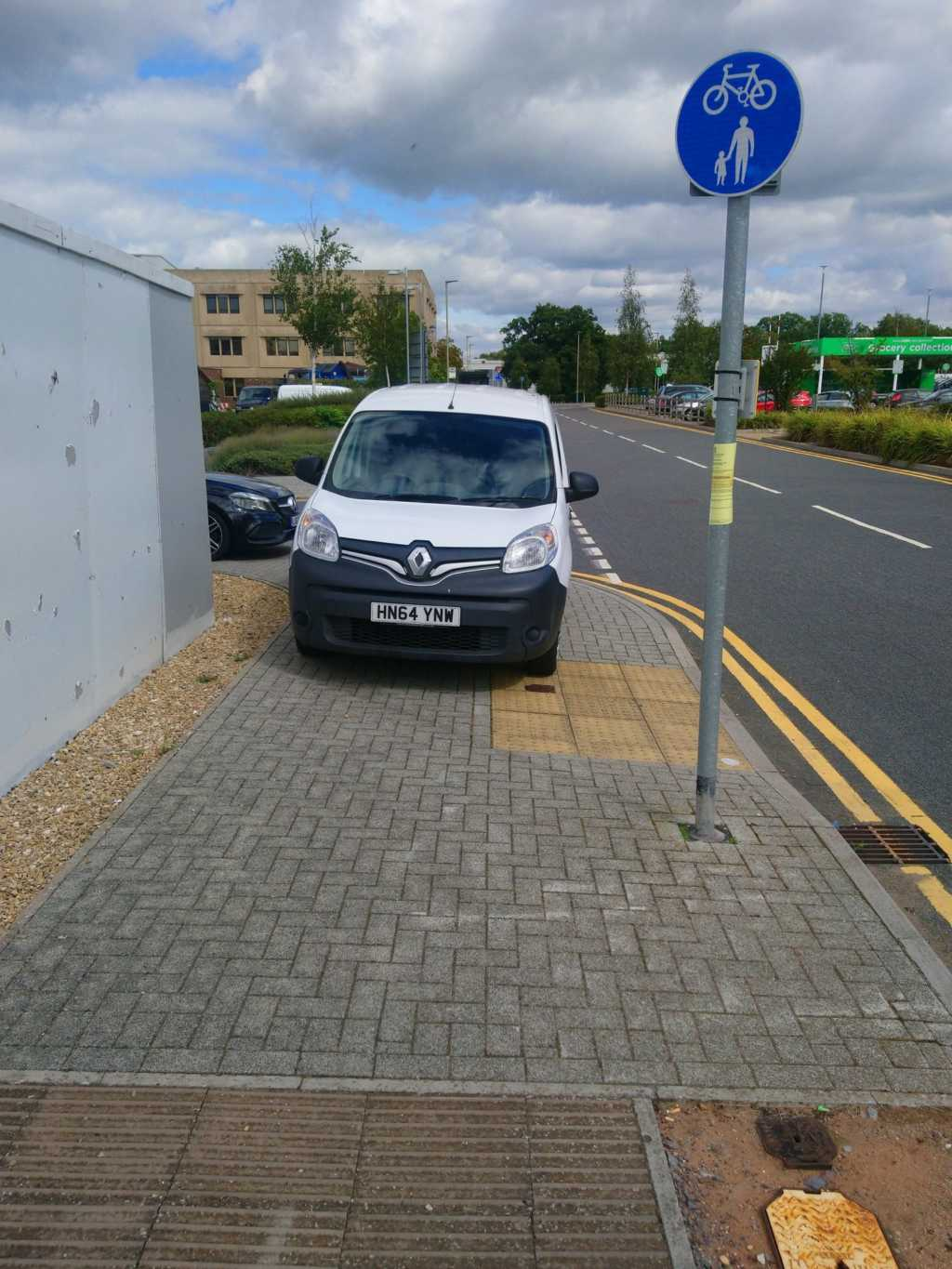 HN64 YNW displaying Selfish Parking