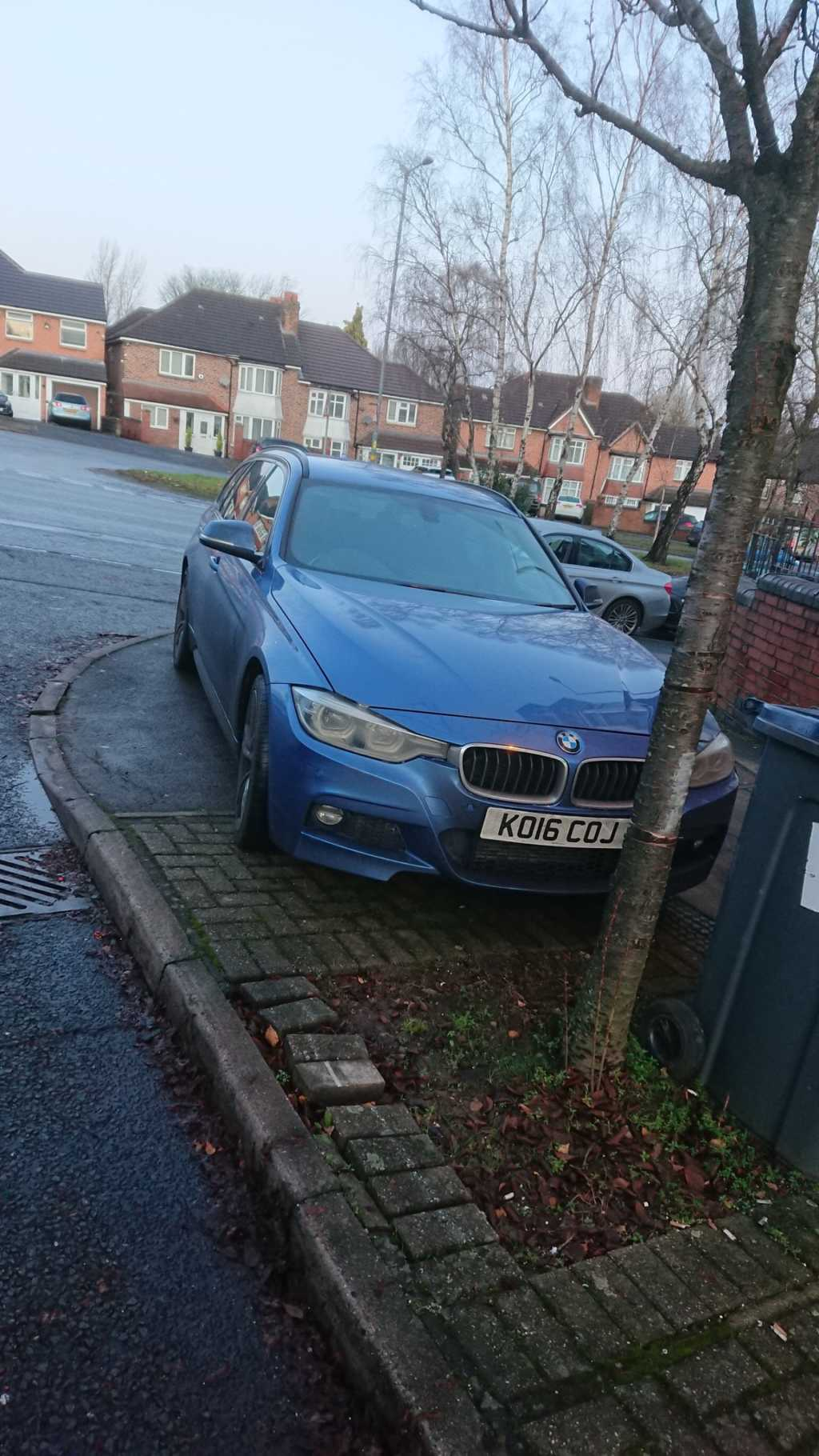 KO16 COJ displaying Inconsiderate Parking