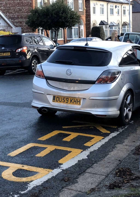 DU59 KHH is a crap parker