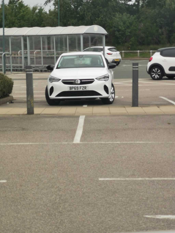 BP69 FZR displaying Inconsiderate Parking