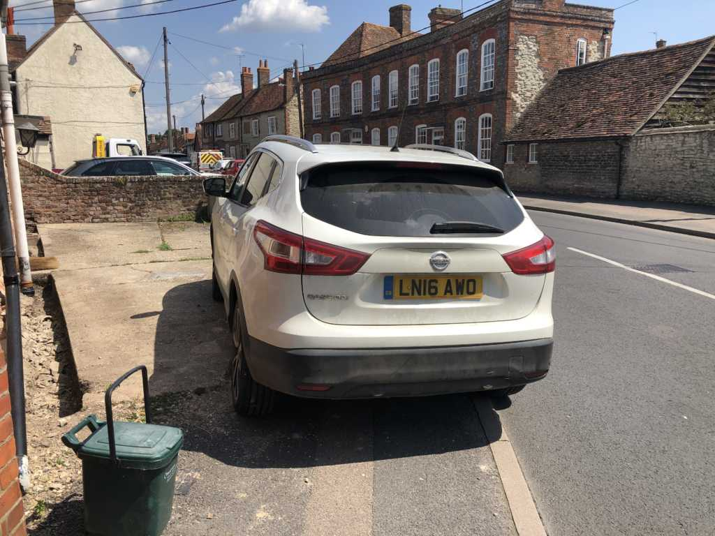 LN16AWO displaying Inconsiderate Parking