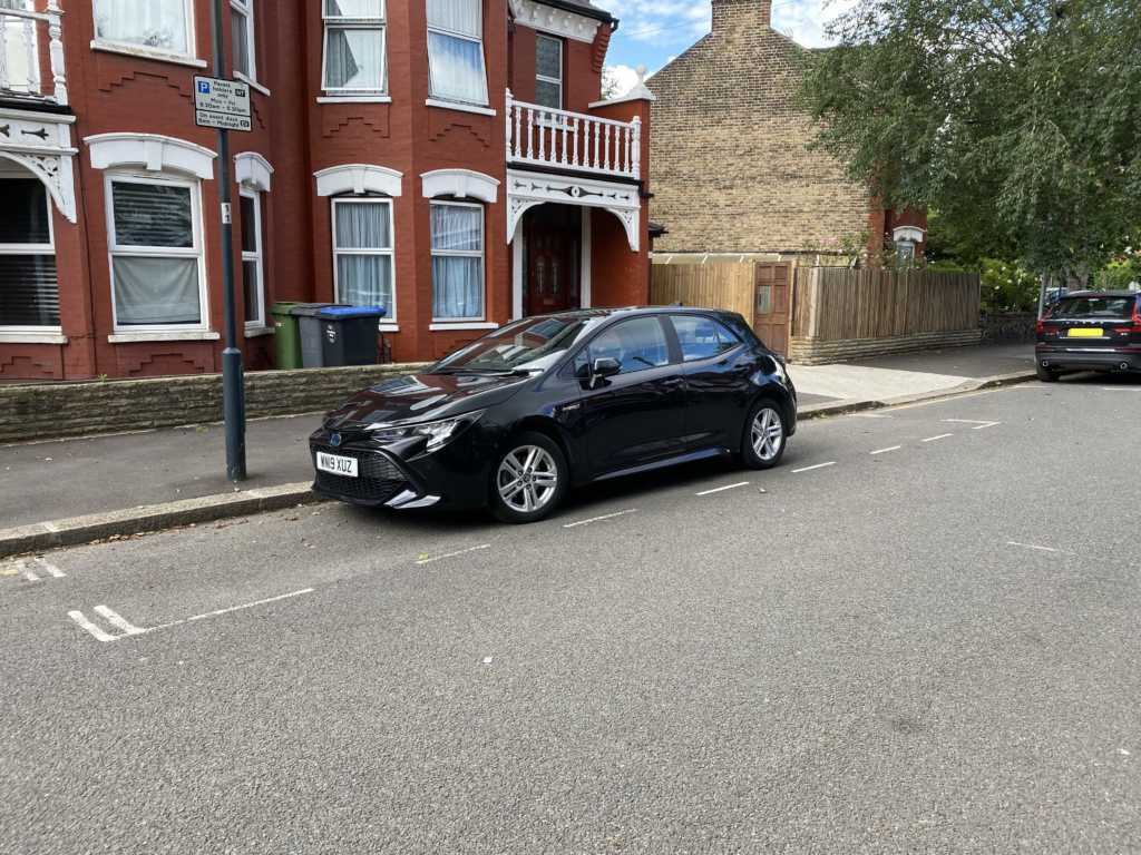 WN19 XUZ displaying crap parking