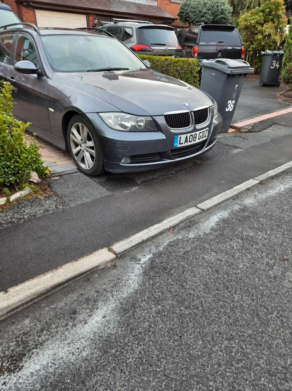 LA08 GDZ displaying Selfish Parking